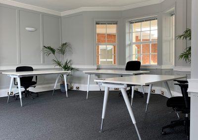 serviced offices in maidenhead white desks
